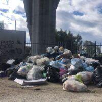 Rifiuti - Il dramma infinito di Reggio, breve viaggio a Pentimele - FOTO