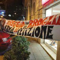 Reggio, cittadini in piazza contro i brogli elettorali. Morisani: 'Battaglia di dignità e di rispetto della democrazia' - FOTO