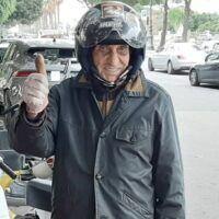 La Vespa rossa senza tempo di nonno Ioli in giro per Reggio Calabria