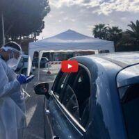 Drive-in a Lazzaro: lunghe file per i tamponi