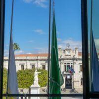 Reggio, bandiere a mezz'asta per Luca Attanasio e Vittorio Iacovacci