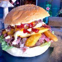 Da oggi, alla PizzAria dei Campi anche l'Hamburger all'interno del menù