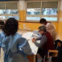 Vaccini a Reggio, docenti e ATA in fila per dosi di AstraZeneca e Pfizer - FOTO