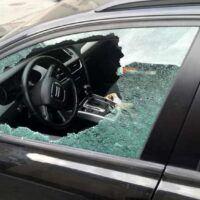 Reggio, rompono i vetri e rubano dall'auto. Un arresto e due minori denunciati