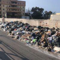Reggio, via Ciccarello sommersa dai rifiuti. In attesa di una soluzione definitiva - FOTO
