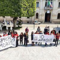 Reggio, la protesta di parrucchieri ed estetisti: 'Noi apriremo, dilagano gli abusivi'  - FOTO