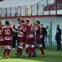 Serie B: crollo Cosenza, avanza il Venezia. La classifica aggiornata, Reggina decima
