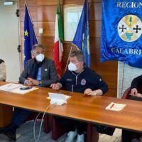 Sanità in Calabria, Spirlì replica pungente a de Magistris: 'Qui non si muore coperti di formiche'