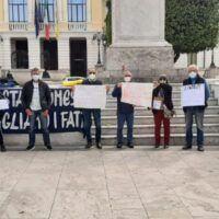 Reggio, emergenza abitativa. Associazioni e cittadini in piazza: 'Più attenzione dal Comune'