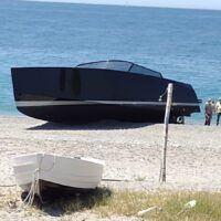 Yacht arenato sulla spiaggia di Melito: in corso gli accertamenti della Capitaneria - VIDEO