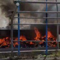 Reggio, prima domenica di fuoco: bruciano i rifiuti a Ciccarello