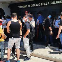 Reggio, i tirocinanti continuano la mobilitazione: nuovo incontro con Arruzzolo - FOTO