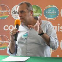 Regionali, de Magistris schiera 7 liste: 'Andiamo a governare'
