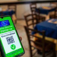 Green pass, Bonetti a Reggio: 'Strumento di libertà. Non possiamo chiudere di nuovo'