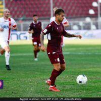 Poche emozioni e un punto: il derby tra Reggina e Crotone finisce 1-1