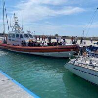 Sbarco di migranti a Roccella interrompe il vertice tra ADM, Capitaneria e Comune