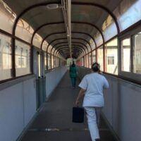 Reggio, infermiera no-vax: scatta la prima sospensione al GOM